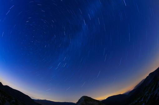 星空「渦巻く後に星の夕暮れ」:スマホ壁紙(9)