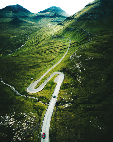 Mountain Pass「high view of the winding roads at the faroe islands」:スマホ壁紙(15)