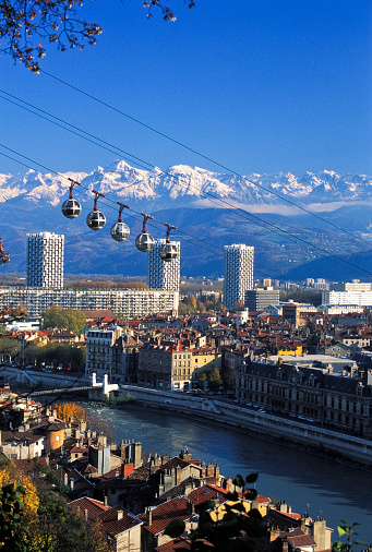 Grenoble「High view of Grenoble city and cable cars」:スマホ壁紙(8)