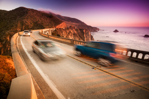 Big Sur「Car crossing the Bixby Bridge, Big Sur, California, USA」:スマホ壁紙(13)