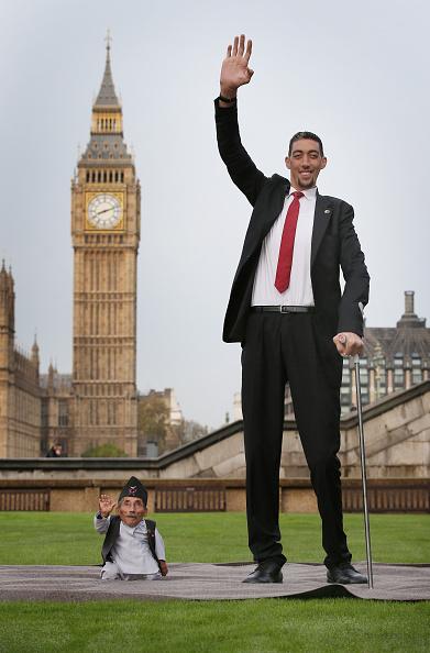 Tall - High「World's Tallest And Shortest Men Meet For Guinness World Records Day」:写真・画像(1)[壁紙.com]