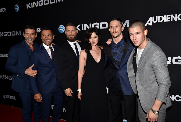 "Medium Group Of People「Premiere Of DIRECTV's ""Kingdom"" Season 2 - Arrivals」:写真・画像(12)[壁紙.com]"