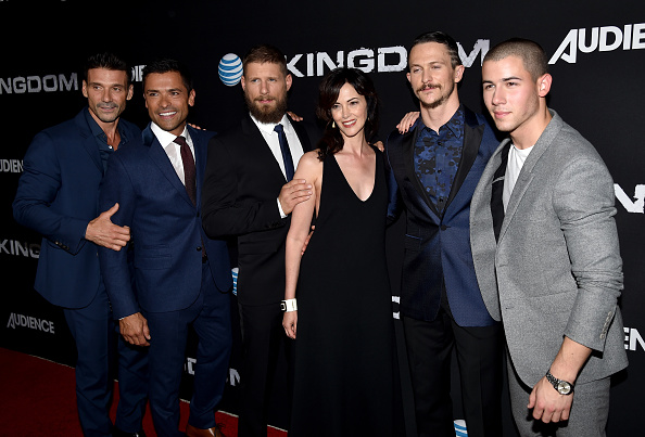 "Medium Group Of People「Premiere Of DIRECTV's ""Kingdom"" Season 2 - Arrivals」:写真・画像(11)[壁紙.com]"