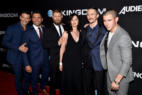 "Medium Group Of People「Premiere Of DIRECTV's ""Kingdom"" Season 2 - Arrivals」:写真・画像(10)[壁紙.com]"