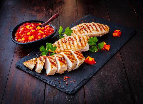 Grilled Chicken Breast「Chicken breast fillet with bell pepper chutney on slate」:スマホ壁紙(17)