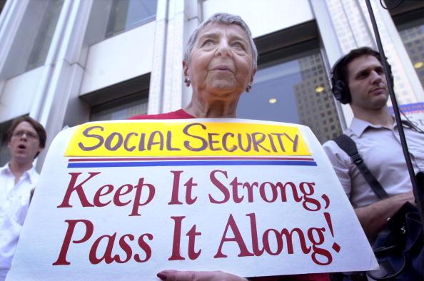 Social Security「Treasury Secretary Paul O''Neill Speaks in New York」:写真・画像(5)[壁紙.com]