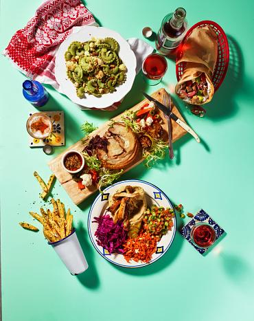 Potluck「Potluck dinner with gyro, pasta, pork roulade, french fries」:スマホ壁紙(16)