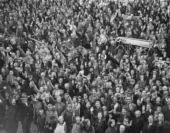 Large Group Of People「Sudetenland Crisis」:写真・画像(15)[壁紙.com]
