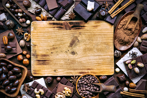 chestnut「Assorted chocolate, nuts and dried fruit in old fashioned style with cutting board and drawing board and copy space」:スマホ壁紙(4)