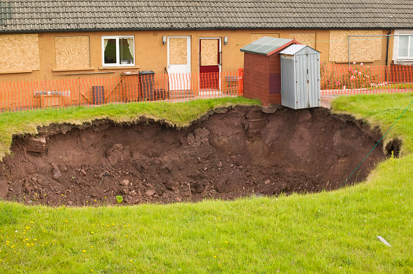 Insurance「A massive hole opens up in a back garden in Egremont Cumbria as a result of mining subsidence when in June 2005 an old mine shaft opened up」:写真・画像(13)[壁紙.com]
