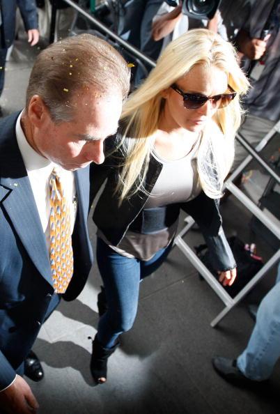 David McNew「Lindsay Lohan Surrenders」:写真・画像(11)[壁紙.com]