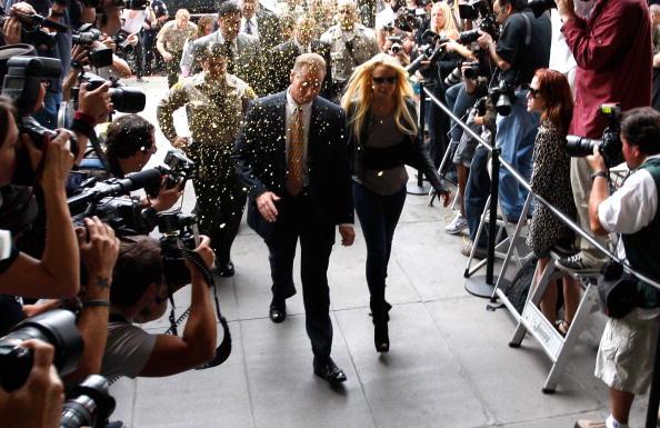 Surrendering「Lindsay Lohan Surrenders」:写真・画像(18)[壁紙.com]