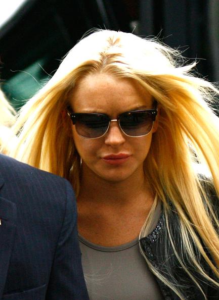 Surrendering「Lindsay Lohan Surrenders」:写真・画像(19)[壁紙.com]
