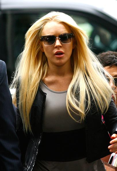 Surrendering「Lindsay Lohan Surrenders」:写真・画像(16)[壁紙.com]