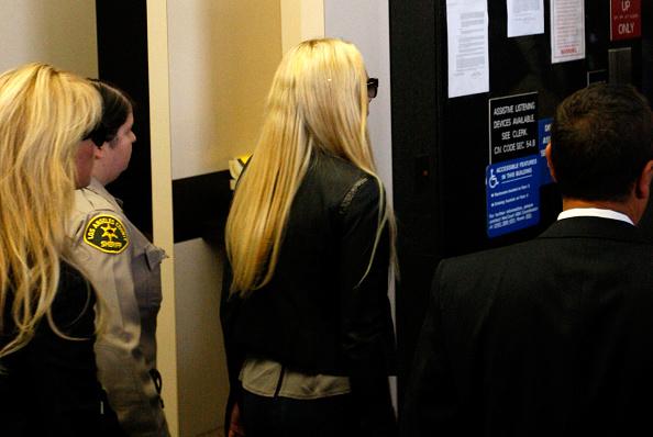 David McNew「Lindsay Lohan Surrenders」:写真・画像(9)[壁紙.com]