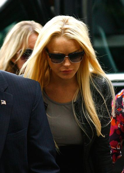 Surrendering「Lindsay Lohan Surrenders」:写真・画像(17)[壁紙.com]