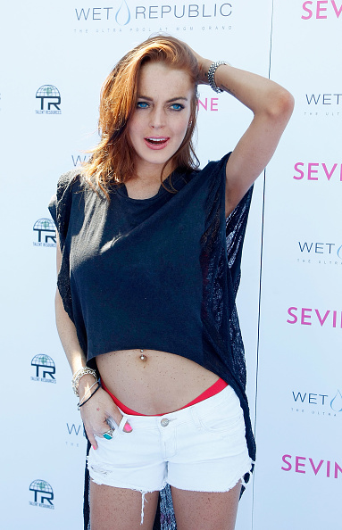 T-Shirt「Lindsay Lohan Celebrates Her Birthday At Wet Republic At MGM Grand」:写真・画像(7)[壁紙.com]
