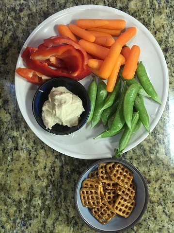 Crudite「Vegetable plate with hummus and pretzels」:スマホ壁紙(11)