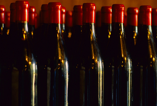 Conformity「Claret Wine Bottles」:スマホ壁紙(7)