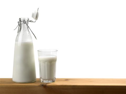 Milk Bottle「Glass and bottle with milk」:スマホ壁紙(19)
