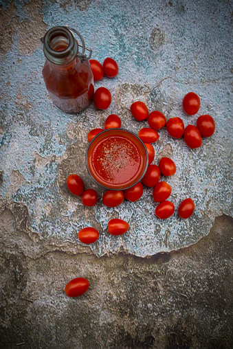 Vegetable Juice「Glass and bottle of tomato juice and tomatoes」:スマホ壁紙(9)