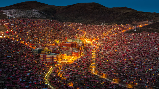 Sichuan Province「At night the view of the Sertar Buddhist Institute」:スマホ壁紙(18)