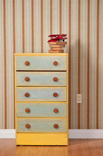 Drawer「Chest Of Drawers With Books in Empty Bedroom」:スマホ壁紙(3)