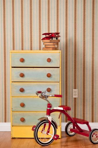 子供「胸にレッドの引き出し三輪車」:スマホ壁紙(4)