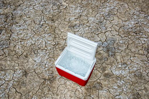Lake Bed「Ice cooler in the desert」:スマホ壁紙(10)