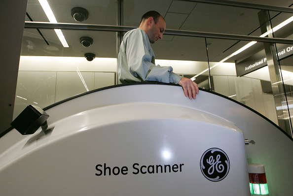 Security Check「SFO Demonstrates Passenger Screening Technology」:写真・画像(10)[壁紙.com]