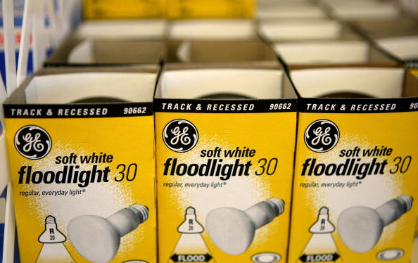 Light Bulb「General Electric Post Almost A 5.8 Percent Drop In Earnings」:写真・画像(14)[壁紙.com]