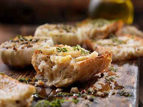 Garlic Clove「Roasted Garlic Spread on Toasted Baguette with Salt, Pepper, Thyme and Olive Oil」:スマホ壁紙(16)