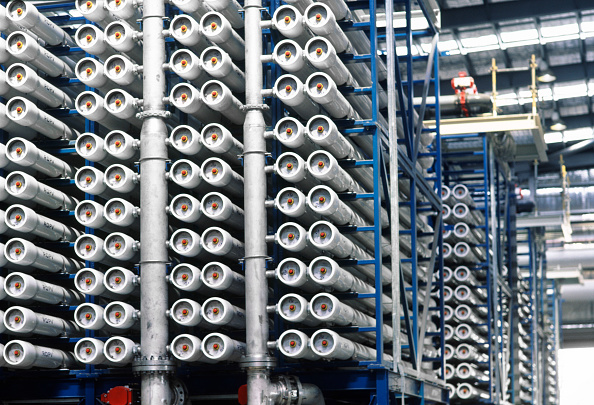 Rack「Rack of reverse osmosis tubes in the Gibson Island waste water recovery plant on the Australian Western Corridor water treatment scheme in Queensland」:写真・画像(19)[壁紙.com]