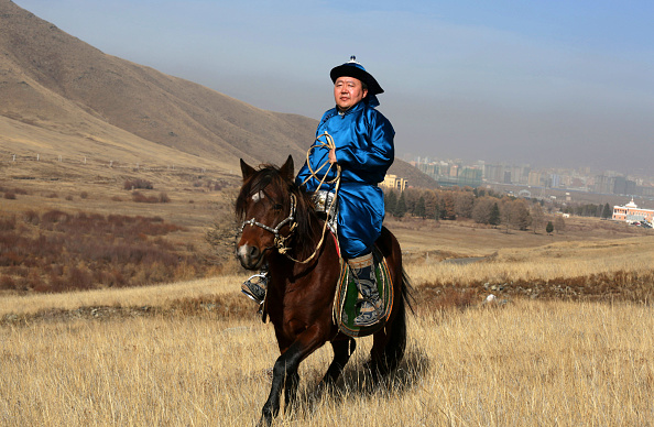 Rolling Landscape「An Intimate Portrait Of President Of Mongolia And His Family」:写真・画像(2)[壁紙.com]