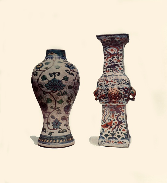 Circa 15th Century「Two Enamelled Porcelain Vases」:写真・画像(8)[壁紙.com]