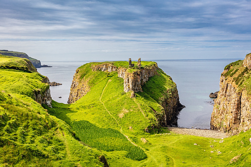 Irish Sea「Green Dunseverick Northern Ireland Causeway Road Coastal Landscape」:スマホ壁紙(9)