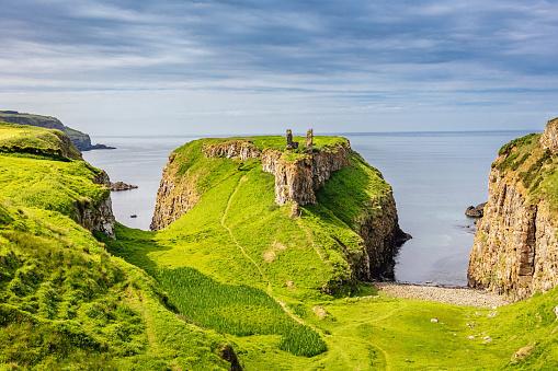 Irish Sea「Green Dunseverick Northern Ireland Causeway Road Coastal Landscape」:スマホ壁紙(17)