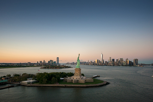 Female Likeness「Aerial of The Statue of Liberty」:スマホ壁紙(1)