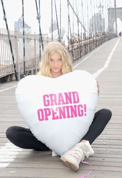 Clothing Store「Model Elsa Hosk Helps Open First Victoria's Secret PINK Store In Brooklyn」:写真・画像(11)[壁紙.com]