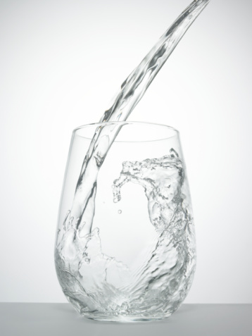 Purity「Water being poured into glass, close-up」:スマホ壁紙(7)