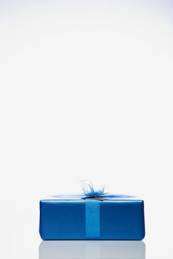 寂しさ「Blue gift, studio shot」:スマホ壁紙(0)