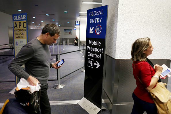 USA「CBP Demonstrates New App For Expedited Passport Control And Customs Screening」:写真・画像(6)[壁紙.com]