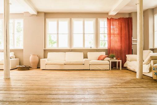Parquet Floor「Spacious living room with wooden floor」:スマホ壁紙(3)