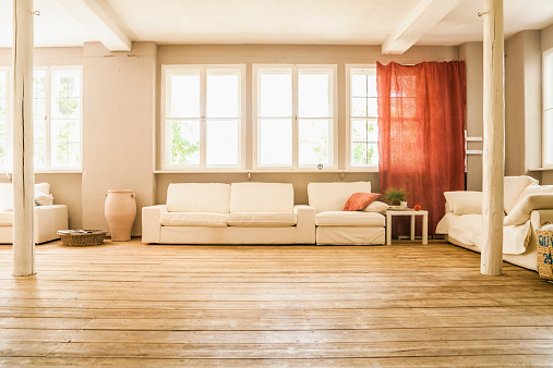 人物なし「Spacious living room with wooden floor」:スマホ壁紙(10)