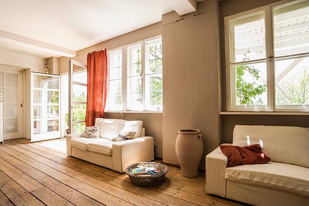 Spacious living room with wooden floor:スマホ壁紙(壁紙.com)