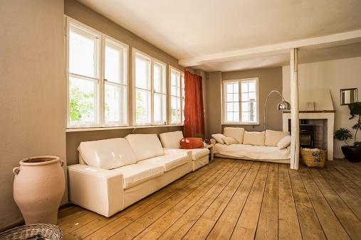ソファ「Spacious living room with wooden floor」:スマホ壁紙(8)