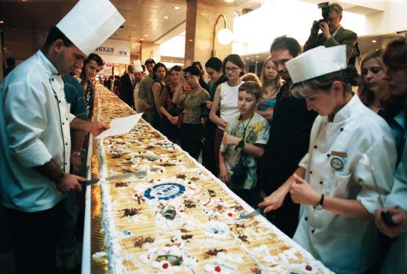 Serving Size「Record Size Cake」:写真・画像(8)[壁紙.com]
