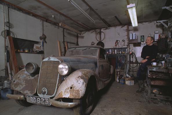 Finance and Economy「Old Mercedes」:写真・画像(1)[壁紙.com]