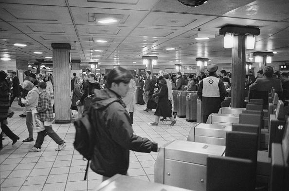 Steve Eason「Piccadilly Circus Tube Station」:写真・画像(15)[壁紙.com]