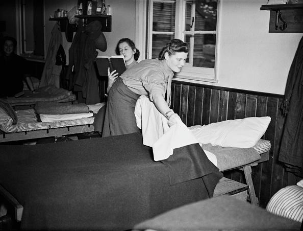 Bedroom「Mary Churchill Joins A.T.S」:写真・画像(8)[壁紙.com]